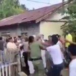 Viral Video Kepala Desa dan Linmas Dikeroyok Warga Masyarakat Usai Salat Ied