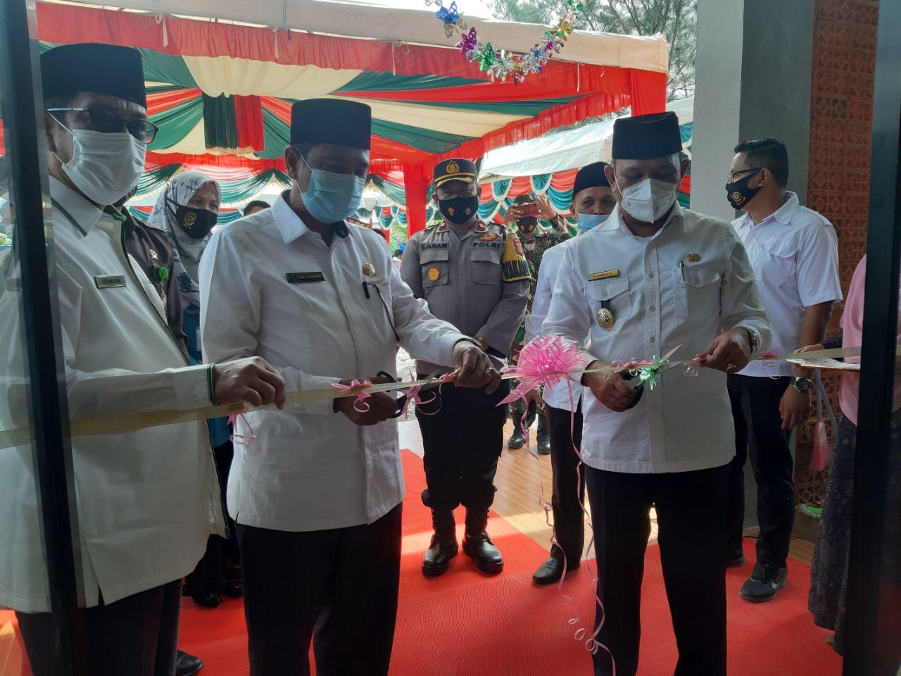 Di Resmikan Bupati dan  Kakanwil Kemenang Aceh, Kini Aceh Besar miliki gedung Haji.