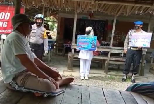 Sosialisasi Prokes, Polsek Samudera Bersama Tim Gabungan Bagikan Masker