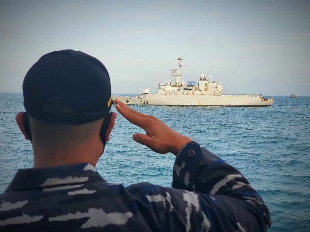 PASSING EXERCISE TNI AL DAN KAPAL PERANCIS DI TSS SELAT SUNDA