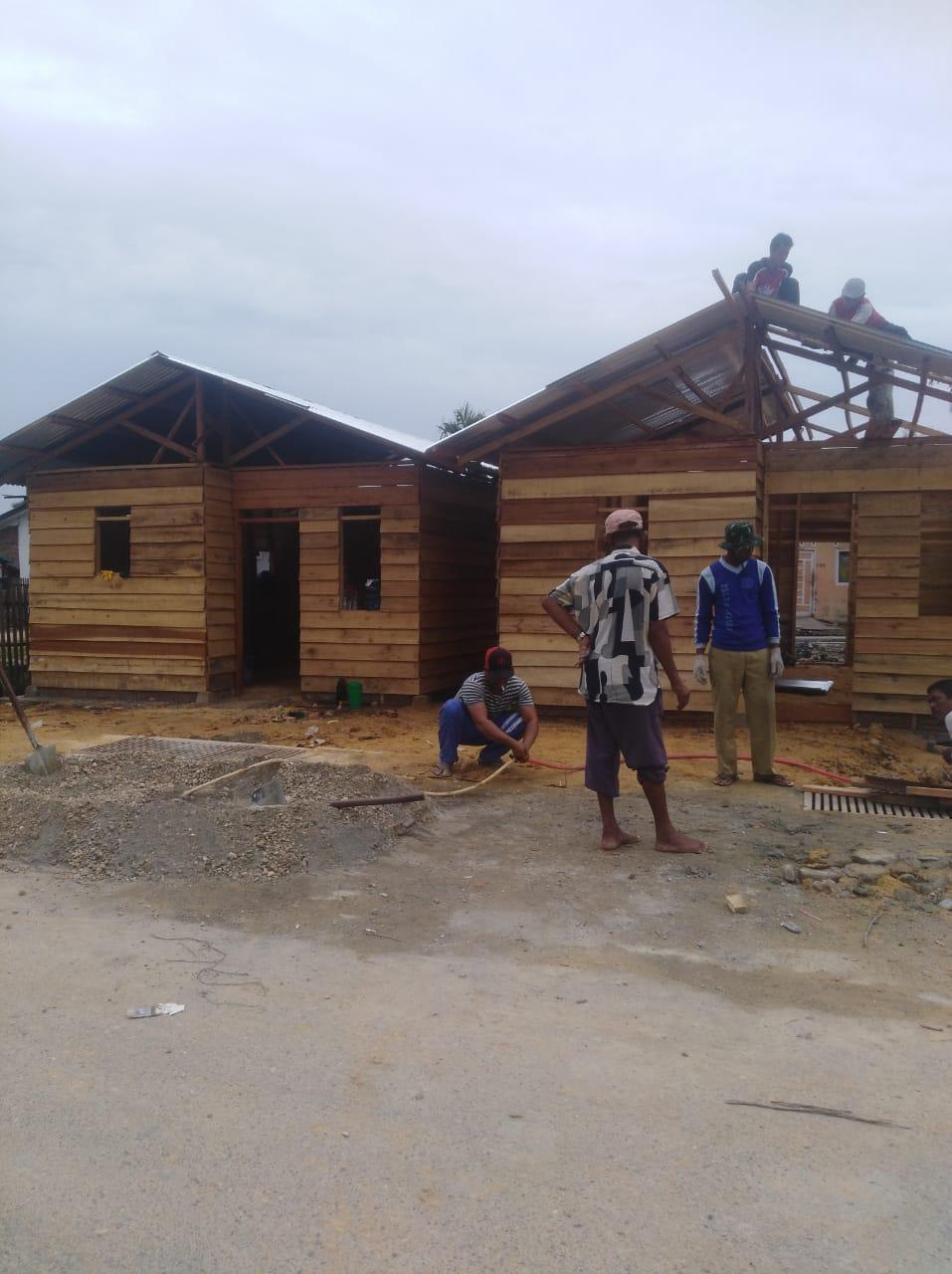""""""" Rumah Bantuan Swadaya Untuk Warga Sungai Pauh Pusaka Yang Terbakar, Hampir Selesai Dibangun """""""