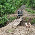 Meski Akses Jalan Sulit, Tak Surutkan Semangat Babinsa Untuk Anjangsana Ke Desa Binaan