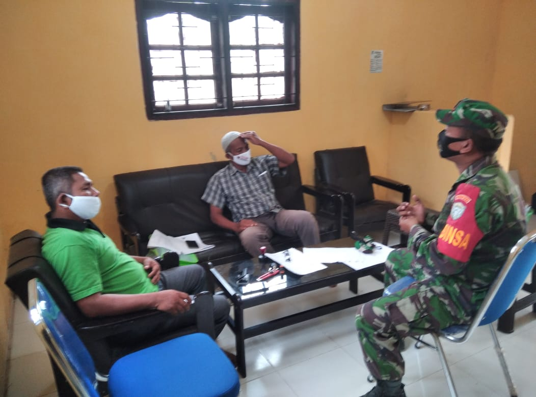 Pelihara Stabilitas Keamanan, Babinsa 09/Nrs Laksanakan Komsos