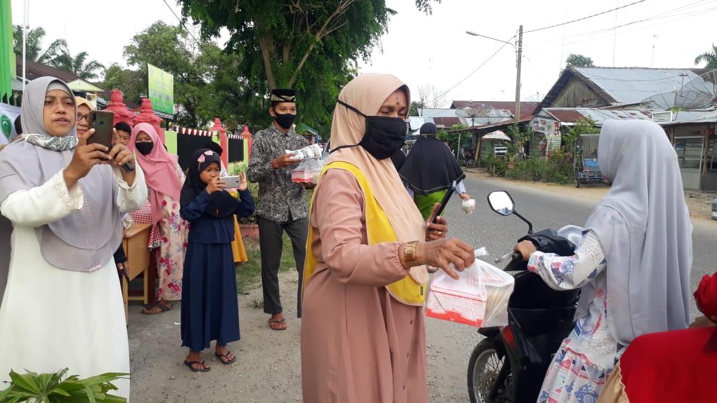 """"""" SD Alwasliyah Luncurkan Takzil, Bagi Menu Buka Puasa Gratis Pada Masyarakat """""""