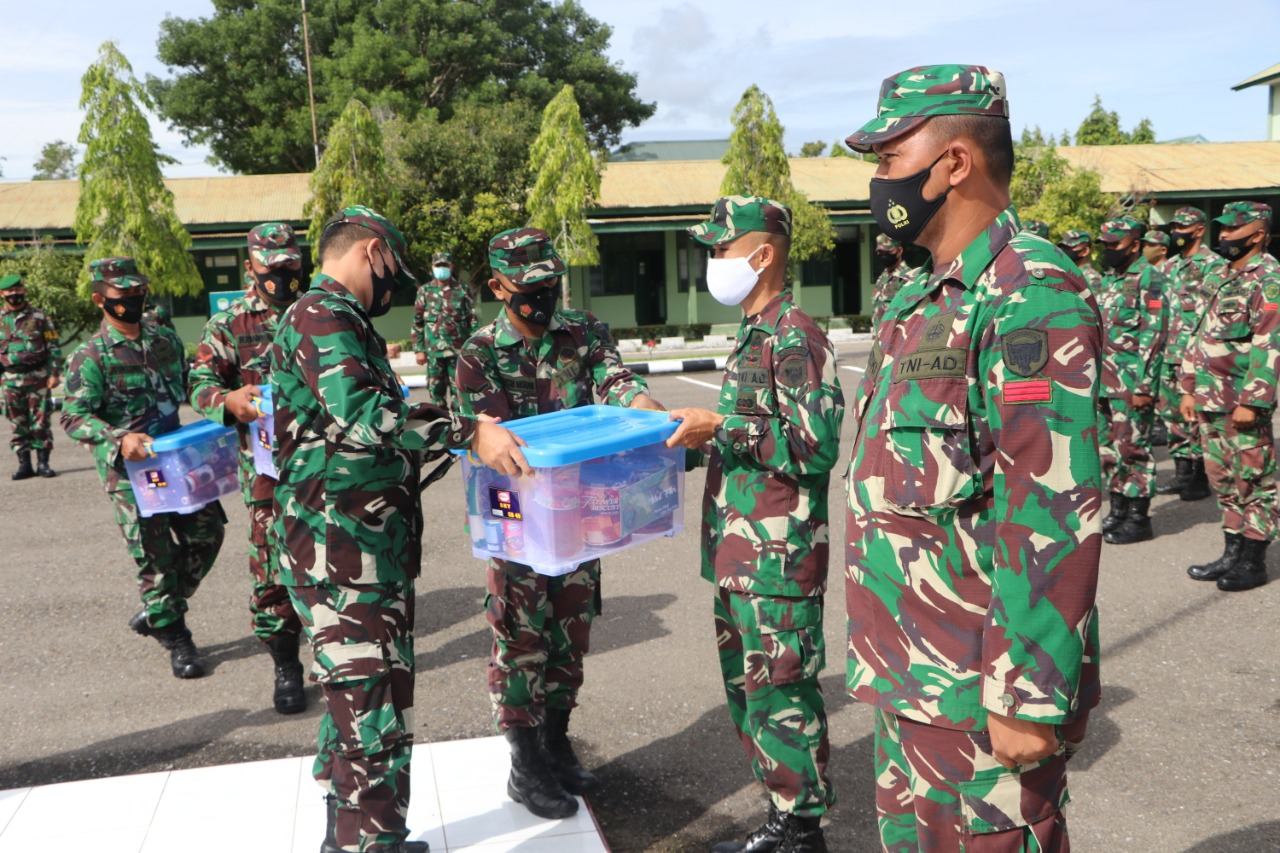 Jelang Hari Raya Idul Fitri, Dandim Aceh Timur Berikan Bingkisan Kepada Prajurit dan PNS